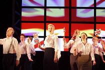 SERIOUS MONEY   by Caryl Churchill   design: Paul Willis   lighting: Ben Ormerod   director: Jonathan Munby ~~closing scene   company~Birmingham Repertory Theatre (BRT) / Birmingham, England   12/05/2...
