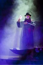 ARTURO BRACHETTI - CHANGE   written & directed by Sean Foley   Arturo Brachetti   as the Phantom Garrick Theatre, London WC2                        26/10/2009
