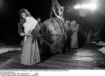 THE TAMING OF THE SHREW by Shakespeare   design: Pamela Howard   lighting: Gerry Jenkinson  director: Di Trevis ~~Sian Thomas (Katharina) ~Royal Shakespeare Company (RSC), Regional Tour 1985/86 ~(c) D...