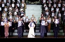DIE MEISTERSINGER VON NURNBERG   by Wagner   conductor: Lothar Koenigs   set design: Paul Steinberg   costumes: Buki Shiff   lighting: Mimi Jordan Sherin   director: Richard Jones ~closing moments, ho...