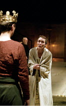 RICHARD II   by Shakespeare   design: Hildegard Bechtler   lighting: Peter Mumford   director: Deborah Warner ~l-r: (back to camera) David Threlfall (Henry Bolingbroke), Fiona Shaw (Richard II)~Cottes...