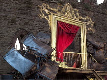 OTHELLO  by Shakespeare  design: Philip Witcomb  lighting: John Tapster  director: Ben Crocker ~stage,staging,set detail,gold,frame,curtain,red~Ludlow Festival, Ludlow Castle, England  28/06/2010 ~(c)...