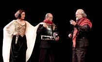 ANTONY AND CLEOPATRA   by Shakespeare   design: Peter Mckintosh   lighting: Paul Pyant   director: Janet Suzman  ~l-r: Kim Cattrall (Cleopatra), Jeffery Kissoon (Mark Antony), Ian Hogg (Enobarbus)~Liv...