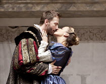 ANNE BOLEYN   by Howard Brenton   design: Michael Taylor   director: John Dove   Act 1/x: Anthony Howell (King Henry VIII), Miranda Raison (Anne Boleyn) Shakespeare's Globe (SG), London SE1   15/07/...