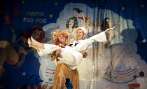 SOUTH PACIFIC   by Rodgers & Hammerstein   sets: Michael Yeargan   costumes: Catherine Zuber   lighting: Donald Holder   musical staging: Christopher Gattelli   director: Bartlett Sher   Alex Ferns (...