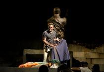 JULIUS CAESAR   by Shakespeare   design: Michael Vale   lighting: Vince Herbert   director: Gregory Doran   Mark Antony shows the crowd Caesar's bloodied cloak: Ray Fearon (Mark Antony) Royal Shakes...