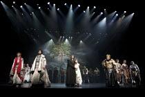 CYMBELINE   by Shakespeare   set design: Tsukasa Nakagoshi   costumes: Nobuko Miyamoto   lighting: Jiro Katsushiba   director: Yukio Ninagawa ~l-r: Yosuke Kubozuka (Iacimo), Tomomi Maruyama (Lucius),...
