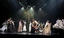 CYMBELINE   by Shakespeare   set design: Tsukasa Nakagoshi   costumes: Nobuko Miyamoto   lighting: Jiro Katsushiba   director: Yukio Ninagawa ~final moments - left: : Kohtaloh Yoshida (Cymbeline, King...