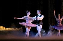THE SLEEPING BEAUTY   music: Tchaikovsky   choreography: MacMillan after Petipa   set design: Peter Farmer   costumes: Nicholas Georgiadis   l-r: Tamara Rojo (Princess Aurora), Vadim Muntagirov (Pri...