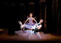 THE SLEEPING BEAUTY   music: Tchaikovsky   choreography: MacMillan after Petipa   set design: Peter Farmer   costumes: Nicholas Georgiadis   l-r: Tamara Rojo (Princess Aurora), Daria Klimentova (Lil...