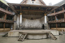 MACBETH   by Shakespeare   design: Mike Britton   director: Eve Best ~stage,set~Shakespeare's Globe (SG), London SE1   04/07/2013