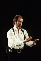 MACBETH   by Shakespeare   design: Bob Crowley   lighting: Jean Kalman   director: Richard Eyre ~Alan Howard (Macbeth) ~Olivier Theatre / National Theatre (NT), London SE1   01/04/1993