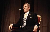 THE APPLECART   by G B Shaw   design: Alexander McPherson   lighting: Mark Pritchard   director: Val May ~Peter O'Toole (King Magnus) ~Theatre Royal, Haymarket / London SW1, England   20/02/1986