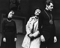 CAHOOT'S MACBETH   by Tom Stoppard   design: Norman Coates   lighting: Howard Eaton   director: Ed Berman ~l-r: Ruth Hunt (Lady Macbeth), Peter Woodthorpe (Inspector), Stephen D Newman (Macbeth) ~Inte...