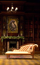 HARVEY   by Mary Chase   design: Peter McKintosh   lighting: Howard Harrison   director: Lindsay Posner   stage,set,empty,library,books,interior,American,USA,chaise longue,period,furniture,portrait...
