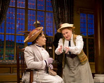 THE IMPORTANCE OF BEING EARNEST   by Oscar Wilde   design: Peter McKintosh   lighting: Howard Harrison   director: Adrian Noble   l-r: David Suchet (Lady Bracknell), Michele Dotrice (Miss Prism)  Vaud...