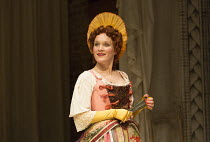 Zoe Waites (Mrs Frail) in LOVE FOR LOVE by William Congreve directed by Selina Cadell set design: Tom Piper   costumes: Rosalind Ebbutt   lighting: Vince Herbert opens in the Swan Theatre, Royal Shake...