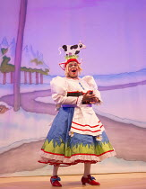 JACK AND THE BEANSTALK   written & directed by Susie McKenna   music: Steven Edis   Clive Rowe (Dame Daisy Trott)  Hackney Empire, London E8   26/11/2015        � Donald Cooper/Photostage   donald@pho...