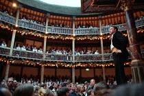 MACBETH by Shakespeare design: Laura Hopkins Master of Play (director): Tim Carroll ~Jasper Britton (Macbeth) ~Shakespeare's Globe (SG), London SE1  05/06/2001                  ~(c) Donald Cooper/Phot...