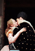 III/ii: Kathryn Pogson (Portia), Mark Rylance (Bassanio) in THE MERCHANT OF VENICE by Shakespeare   Shakespeare's Globe, London SE1 29/05/1998 design: Jenny Tiramani director: Richard Olivier   (c)...
