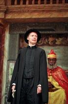 III/ii: Kathryn Pogson (Portia), Nicholas Monu (Duke of Venice) in THE MERCHANT OF VENICE by Shakespeare   Shakespeare's Globe, London SE1 29/05/1998 design: Jenny Tiramani director: Richard Olivier...