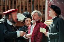 IV/i - l-r: Norbert Kentrup (Shylock), Mark Rylance (Bassanio), Jack Shepherd (Antonio), Kathryn Pogson (Portia) in THE MERCHANT OF VENICE by Shakespeare   Shakespeare's Globe, London SE1 29/05/1998...