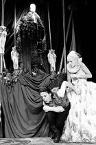 HAMLET by Shakespeare set design: Mick Bearwish costumes: Iona McLeish lighting: Jim Woodley director: Robert Walker Frances de la Tour (Hamlet), Judy Lloyd (Ophelia) Half Moon Theatre Theatre, Lond...