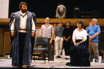 front: Brian Blessed (Claudius), Virginia McKenna (Gertrude) in rehearsal for the 1984 Royal Shakespeare Company (RSC) production of HAMLET  design: Maria Bjornson lighting: Chris Ellis fights directo...