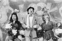 THE ENTERTAINER by John Osborne design: Martin Johns lighting: Gerry Jenkinson director: Robin Lefevre centre: Peter Bowles (Archie Rice) Shaftesbury Theatre, London WC1   06/06/1986...