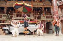 ROMEU & JULIETA based on ROMEO AND JULIET by Shakespeare conceived & directed by Garbriel Villela ~~l-r: Fernanda Vianna (Julieta / Juliet), Antonio Edson (Narrator), Eduardo Moreira (Romeu / Romeo -...