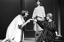 ANTONY AND CLEOPATRA   by Shakespeare   design: Sally Jacobs   director: Peter Brook l-r: Alan Rickman (Alexas / Thidias), Juliet Stevenson (Iras), Glenda Jackson (Cleopatra)  ** Lo-res uncorrected an...