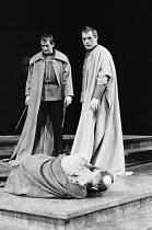 JULIUS CAESAR by Shakespeare design: John Bury lighting: David Hersey director: John Schlesinger    Caesar slain (John Gielgud, foreground) - l-r: Ronald Pickup (Caius Cassius), Brian Cox (Marcus Brut...
