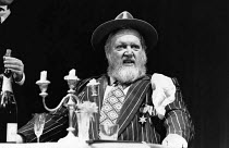 HENRY IV part ii by Shakespeare   design: Chris Dyer   director: Michael Bogdanov  Barry Stanton (Falstaff) ** Lo-res uncorrected and un-retouched file for selection and layout purposes only. Hi-res f...