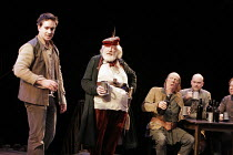 HENRY IV part i  by Shakespeare  director: Nicholas Hytner II/iv - The Boar's Head - l-r: Matthew Macfadyen (Henry, Prince of Wales/Hal), Michael Gambon (Sir John Falstaff),Roger Sloman (Bardolph), An...
