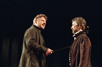 l-r: Simon Russell Beale (Hamlet, Prince of Denmark), Peter McEnery (Claudius) in  HAMLET by Shakespeare at the Lyttelton Theatre, National Theatre (NT), London SE1: first night 05/09/2000   design: T...