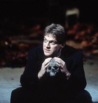 HAMLET   by Shakespeare   design: Bob Crowley   lighting: Alan Burrett   director: Adrian Noble   Kenneth Branagh (Hamlet) Royal Shakespeare Company (RSC), Barbican Theatre, London EC2   18/12/1992...
