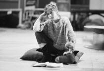 THE ROARING GIRL by Thomas Middleton & Thomas Dekker design: Chris Dyer lighting: Leo Leibovici director: Barry Kyle  in rehearsal: Helen Mirren (Moll Cutpurse) Royal Shakespeare Company (RSC), Royal...
