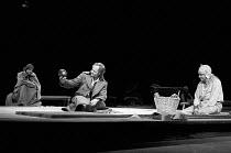 HAMLET by Shakespeare design: Ralph Koltai lighting: Mark Pritchard director: John Barton <br> l-r: Tom Wilkinson (Horatio), Michael Pennington (Hamlet), Raymond Westwell (First Gravedigger) Royal Sha...