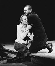 HAMLET by Shakespeare design: Ralph Koltai lighting: Mark Pritchard director: John Barton <br> Hamlet dies - l-r: Michael Pennington (Hamlet), Tom Wilkinson (Horatio) Royal Shakespeare Company (RSC),...