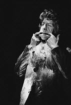 THE PEOPLE SHOW No. 70 - PICTORIAL SMASH <br> Mark Long Hampstead Theatre, London NW3 13/09/1977 (c) Donald Cooper/Photostage photos@photostage.co.uk ref/BW-P-262-10