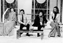 SNAP by Charles Laurence design: Hutchinson Scott lighting: Andy Phillips director: William Gaskill <br> l-r: Maggie Smith (Connie), Barrie Ingham (Ben), Ray Brooks (Mike), Belinda Low (Pansy) Vaudevi...
