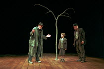 WAITING FOR GODOT by Samuel Beckett design: John Gunter director: Peter Hall <br> l-r: Julian Glover (Vladimir), Samm Taylor (Boy), Alan Dobie (Estragon) Piccadilly Theatre, London W1 10/03/1998 (c) D...