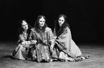 ANTONY AND CLEOPATRA by Shakespeare set design: Alison Chitty lighting: Stephen Wentworth director: Peter Hall <br>l-r:Miranda Foster (Charmian), Judi Dench (Cleopatra), Helen Fitzgerald (Iras) Olivie...