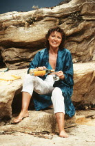SHIRLEY VALENTINE by Willy Russell design: Bruno Santini lighting: Leonard Tucker director: Richard Olivier <br> Hannah Gordon (Shirley Valentine) Duke of York's Theatre, London WC2 28/06/1989 (c) Don...