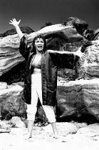 SHIRLEY VALENTINE by Willy Russell design: Bruno Santini lighting: Leonard Tucker director: Richard Olivier <br>Hannah Gordon (Shirley Valentine) Duke of York's Theatre, London WC2 28/06/1989 (c) Dona...