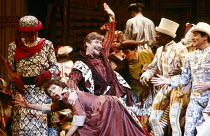 KISS ME KATE music & lyrics: Cole Porter book: Sam & Bella Spewack after The Taming of the Shrew by Shakespeare set design: William Dudley costumes: Liz da Costa lighting: Mark Henderson choreography:...
