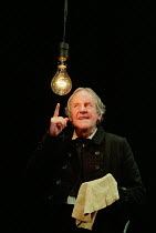 A CHRISTMAS CAROL by Charles Dickens adapted & directed by Neil Bartlett design: Rae Smith lighting: Paule Constable <br> Richard Briers (Ebenezer Scrooge) Lyric Theatre Hammersmith, London W6 18/12/1...