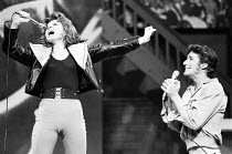 Stacey Gregg (Sandy Dumbrowski), Richard Gere (Danny Zuko) in GREASE at the New London Theatre, London WC2 26/06/1973 book, music & lyrics: Jim Jacobs & Warren Casey set design: Douglas W. Schmidt cos...