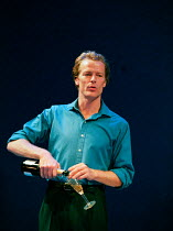 Iain Glen in THE BLUE ROOM by David Hare at the Donmar Warehouse, London WC2 22/09/1998 freely adapted from 'Der Reigen' by Arthur Schnitzler design: Mark Thompson lighting: Hugh Vanstone director: Sa...