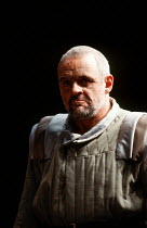 Anthony Hopkins (Lear) in KING LEAR by Shakespeare at the Olivier Theatre, National Theatre (NT), London SE1 11/12/1986  set design: Hayden Griffin costumes: Christine Stromberg lighting: Rory Dem...
